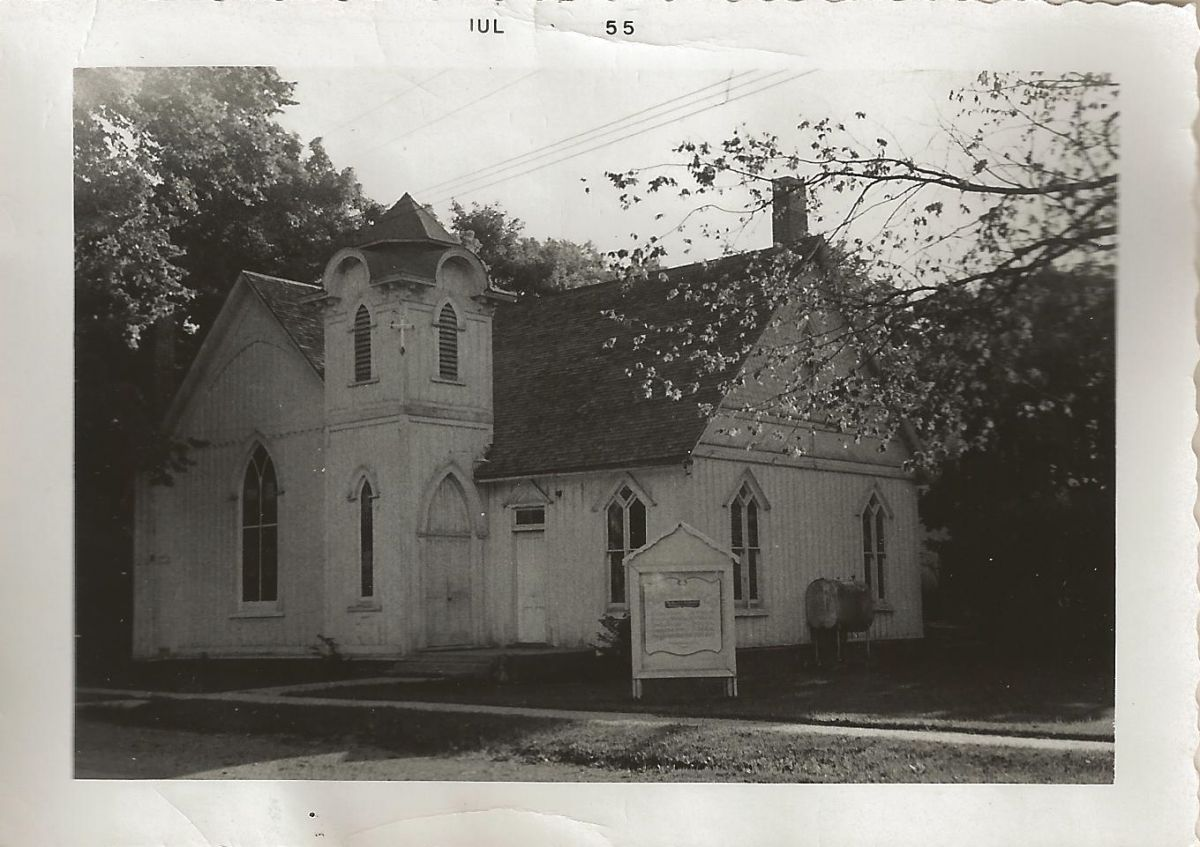 Church of God, 1955. Built 1877 by McLean's Congregational Society. Mary Moreland, first woman ordained a US Congregational minister, served 1895–1904. The Church of God purchased it in 1923. Now a home, it still stands at the corner of Spencer & Clinton.